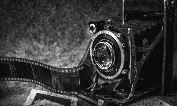 old-photo-camera-B&W-580x349