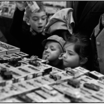 Henri Cartier Bresson Paris. 75009. Galeries Lafayette. 215x215 Photos of Henri Cartier Bresson