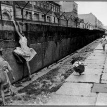Henri Cartier Bresson WEST GERMANY. 1962. West Berlin. The Berlin wall. 215x215 Photos of Henri Cartier Bresson