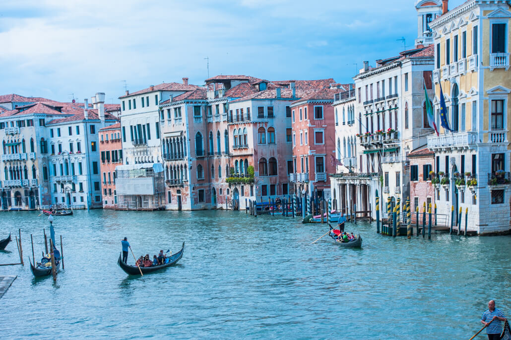 Venice-city-of-colors-gondola- and-love-9524