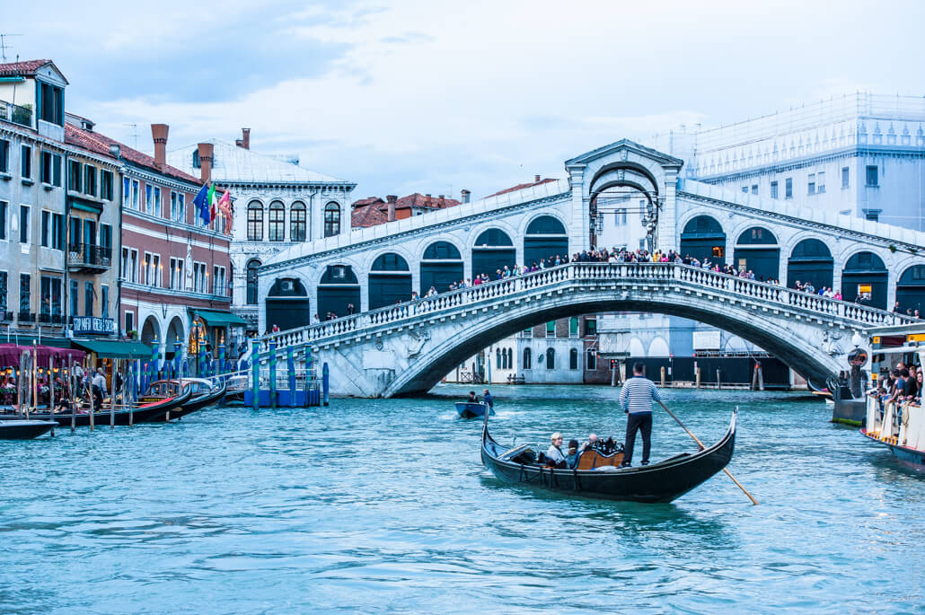 Venice-city-of-colors-gondola- and-love-9535