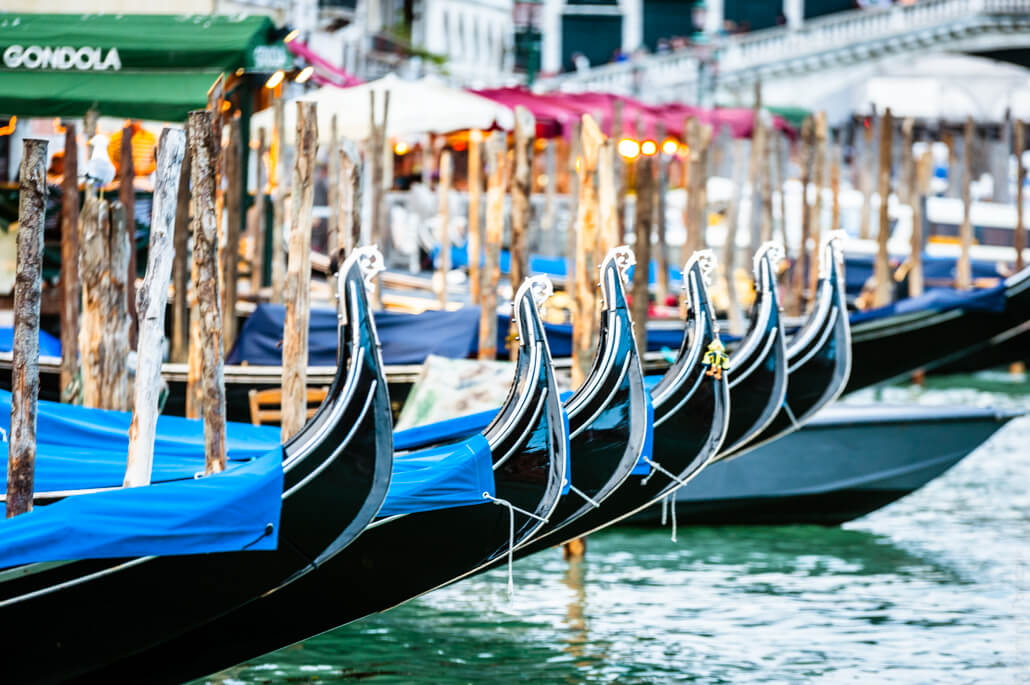 Venice-city-of-colors-gondola- and-love-9541