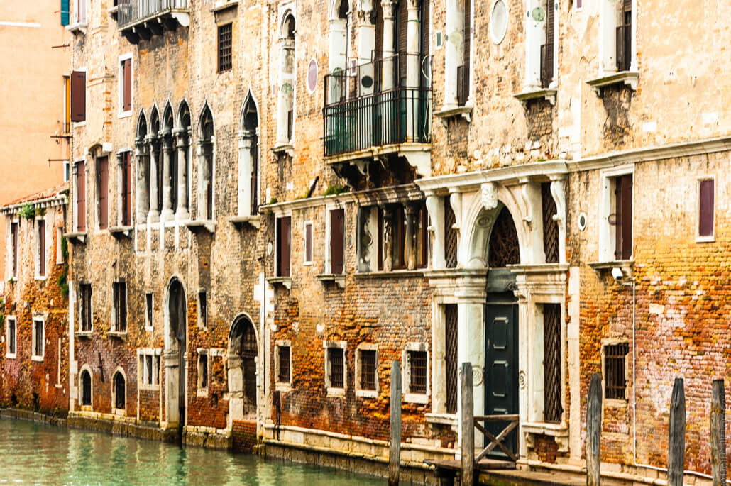 Venice-city-of-colors-gondola- and-love-9608