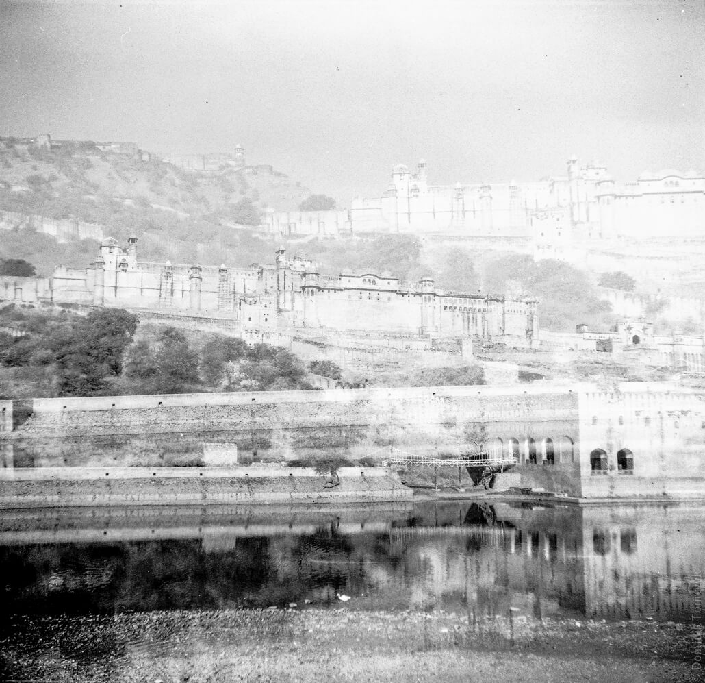 analogue-India-Zeiss-Ikon-Nettar-517-6x6-Jaipur-Fort-Amber-003