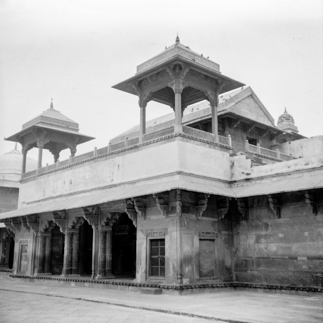 analogue-India- Zeiss-Ikon-Nettar-517-Rollei-Superpan200-6x6- Fatehpur Sikri-007
